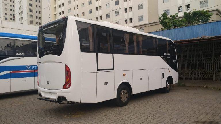 isuzu elf medium bus NQR 71 EC karoseri new armada